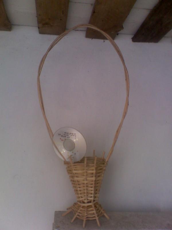 Корзинка обыкновенная круглая на ножках с двойной ручкой