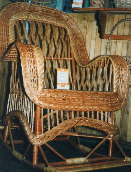 Кресло-качалка спинка сетка с подлокотниками с юбкой