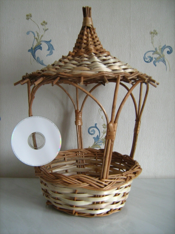 Корзинка с крышей в форме беседки