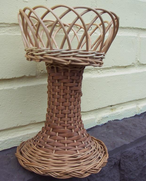 Плетеная чаша двух ярусная с сетчатым верхним ярусом