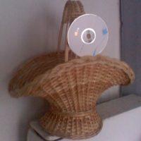 Плетеная настольная корзина в форме шляпы